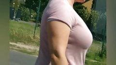 Reife Lady mit Mega Titten