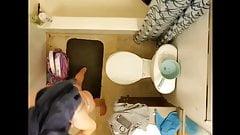 Mijn stiefzus in de douche deel 2