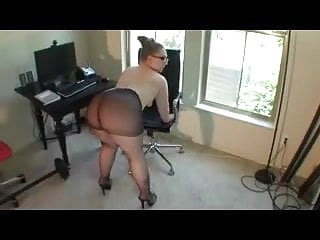 Amazing pantyhose Very sexy bbw amazing ass in pantyhose and glasses twerking