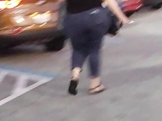 Big boobs on the move Parking lot booty doo white donk on the move