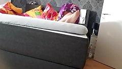 妻が足を組んでオナニー。隠しカメラパート1