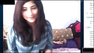 Mexicana tetona por webcam mientras habla con el novio