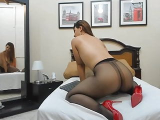 Granny pantyhose show - Webcam pantyhose show in heels