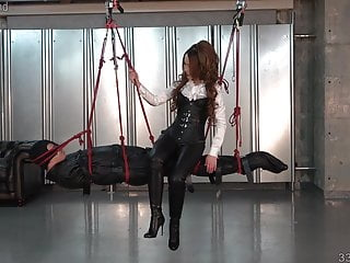 Swinging asian - Japanese dominatrix kira going on the human swing