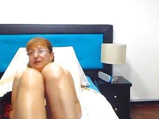 En la piercing vagina Cony la madura colombiana se vende su vagina grande peluda