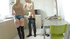 Mere de famille sodomisee dans la cuisine ! French amateur