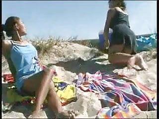 Beach off piss Kinky beach pissing