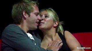 Paare ueberkommt die Lust im Pornokino in Berlin 1