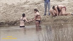 Le ragazze Spycam fanno il bagno in mutande