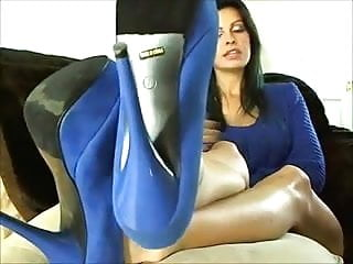 Sexy mature woman porn - Sexy mature woman shows the feet and soles