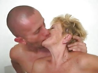 Granny rideing cock wildly - Wish to ride on a young cock
