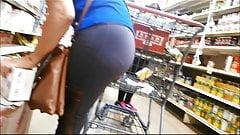 Milf ass in leggings