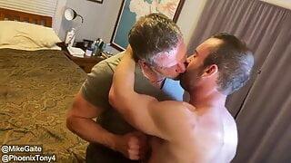 Sexy bear fucks DiLf
