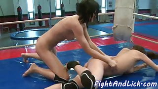 Eurobabe pussy fingered after fighting
