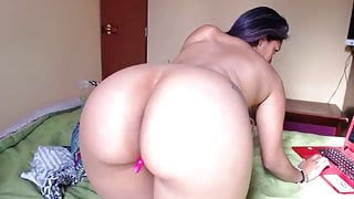 brunette latina camgirl with an amazing ass