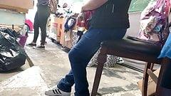 Morra jeans verdes vientre inflamado