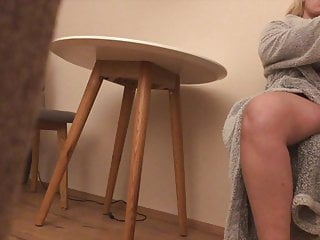 Spread legs pee - Gf shows spread legs and hairy pussy