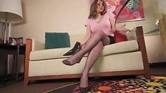 Зрелая дрочит ногами в колготках