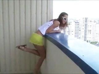 Jeune fille sex - Jeune fille suce et baise sur un balcon