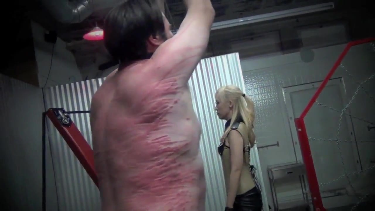 bloody single tail whipping amateur bdsm