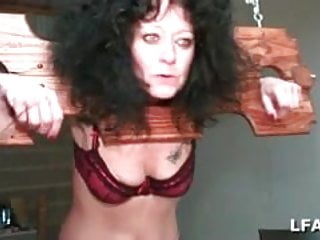 Jeu sexe sexy Mature baisee et fistee dans un jeu sm
