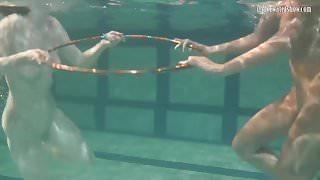 Bad quality underwater lesbian show