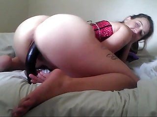Sex moves game She puts on a big dildo while moving her splendid ass