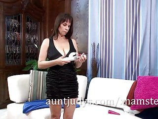 Convince to get vibrator - Kelly capone likes to get the vibrator in deep.