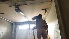 トレッドミル走行で太った揺れるセルライト垂れ乳の美脚1
