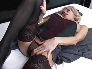 Dildo and heels - Awesome mature with stocking and heels masturbating hd