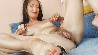 I'll touch myself and you jerk off on me. Hairy pussy