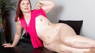 USA milf Scarlett lets you enjoy her meaty saddle bag hips