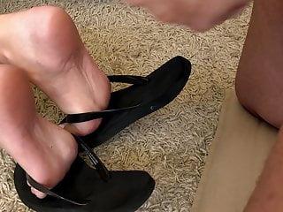 Flip sexy - Sexy flip flops cumshot
