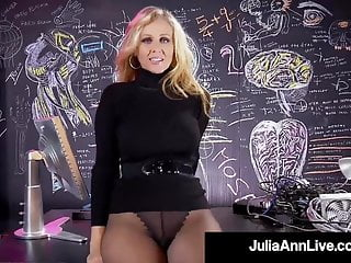 High res wet orgasms - Finger banging busty milf julia ann pleasures her wet pussy