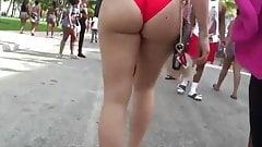 SEXY WHITE ASS WALKING