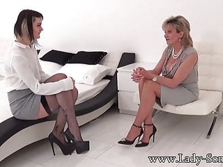 Trading bottom - British milf sonia trades her car for pussy