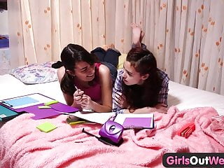 Hairy lesbian teen Miley Cyrus