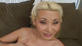 Suedkorea Schlampe Ciera Lin laesst sich anal verwoehnen