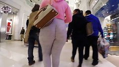 Pawg in sweats jiggly mall booty