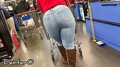 Ebano gilf in jeans in attesa in linea