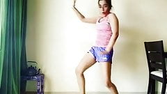 Indische Schauspielerin Apporva Arora sexy tanzen auf Punjabi-Lied!