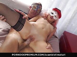 Maturi pelosi porn uomini Scambisti maturi - italian mature has 69 sex with her lover