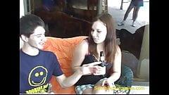 Брат поедает кримпай сестры