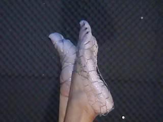 Sluts wet feet - Biancas wet feet in wires