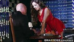 Brazzers - истории настоящих жен - Yurizan Beltra, Johnny Sins