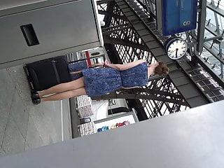 Neverending cum gigantic balls Lady mit neverending legs zum hinterherluschern