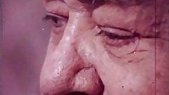 Старый толстый мужчина наблюдает, как лесбиянки занимаются сексом (винтаж 1960-х)