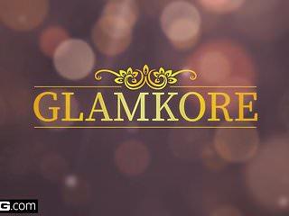 Socialite sex Bang glamkore - glam socialite naomi gets a mouthful of cum