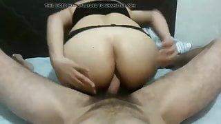 Ella disfruta por el culo