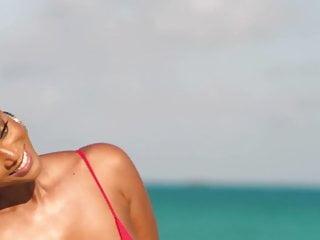 Tyra banks breast size - Tyra banks - si swimsuit shoot 2019